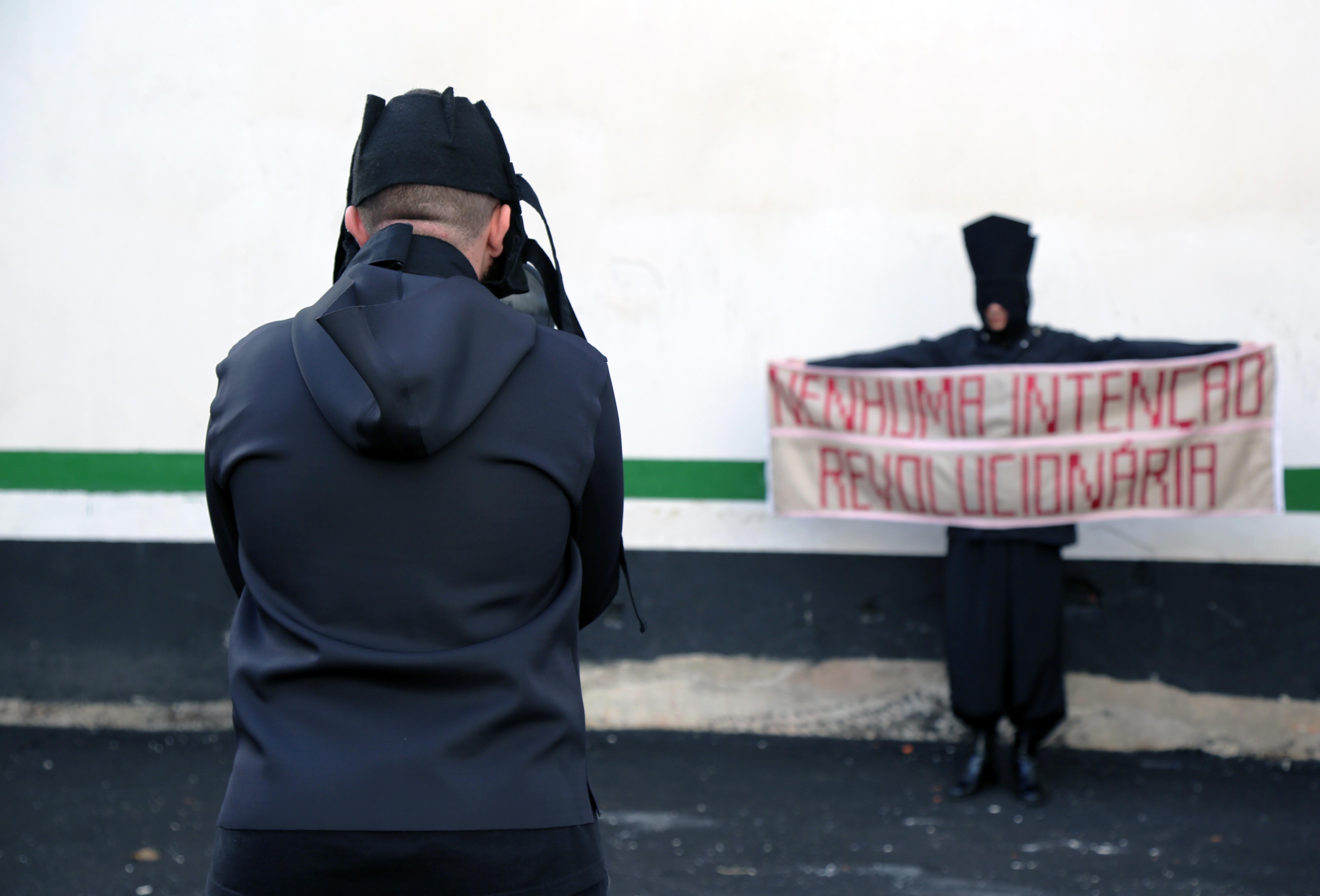 Terra Falsa - Bruno Mendonça & Felipe Caprestano Nenhuma Intenção Revolucionária 2